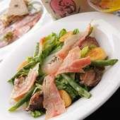 ベルギー伝統の自家製ベーコンのリエージュ風サラダ