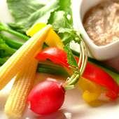 新鮮野菜のバーニャカウダ。人気メニューのひとつです♪