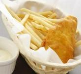 白身魚と山盛りのフライドポテト