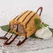 ほうじ茶の香ばしさがたちのぼるふわっふわのロールケーキ。