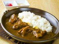 スパイスにこだわった、ほどよい辛さの中辛のカレーです。ミニテールスープ・ミニサラダ付 定食 1,595円/単品 1,210円