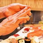 新鮮なネタを使った本格職人が握る江戸前寿司がなんと驚きの62円~! 手軽に江戸前寿司を楽しんでいただく為の限界価格です。なのにネタはどれも厳選素材で鮮度は抜群。お腹も心も満たされること間違いなし。