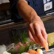 新鮮なネタを使った本格職人が握る江戸前寿司がなんと驚きの62円~! 手軽に江戸前寿司を楽しんでいただく為の限界価格です。 なのにネタはどれも厳選素材で鮮度は抜群。 お腹も心も満たされること間違いなし。