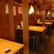 昔懐かしい「屋台」をイメージした店内は、落ち着いた雰囲気の中にも親近感があります。本格職人が握る江戸前寿司を中心に、豊富な和洋折中の創作オリジナルメニューを多数ご用意しています。