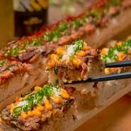 バンビ―ナオリジナル「ローストビーフユッケ寿司」に、2種の濃厚チーズをプラス!  【フル/50cm】1,979円 【ハーフ/25cm】1,209円