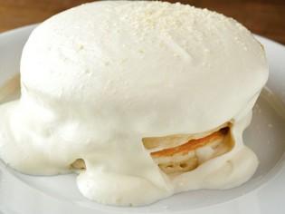 ハワイの名店の味を取り入れた『マカダミアナッツパンケーキ』