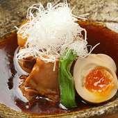 食材をそれぞれ異なるダシで炊き上げる『黒豚角煮』