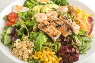 旬の新鮮野菜をたっぷりと使用したサラダメニュー