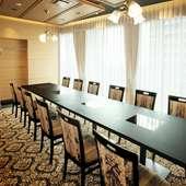14階からの景色が望める完全個室。洋室は少人数の宴会にも