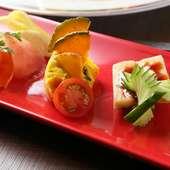 いろいろな味わいを楽しめる、目にも鮮やかな『前菜』