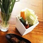 新鮮野菜は食べ放題! 料理に添えて彩りも華やか