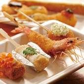カラッと揚がった串カツをおまかせで満喫できます。串カツ16種で5000円相当