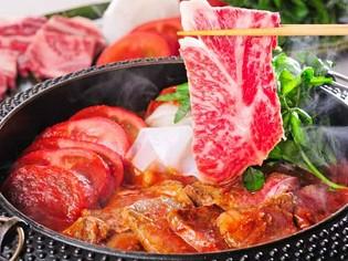 夏にぴったりな一品『樹熟トマトと山形牛リブロースのすき焼き』