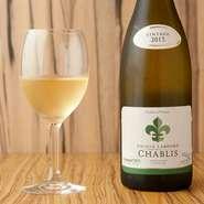 (超辛口/フランス) 当社オリジナルのワイン。きりっとした辛口と爽やかな酸味で生牡蠣との相性が非常に良い。