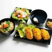 牡蠣フライ 3 ケ 魚介のサラダ 柚子胡椒ドレッシング 牡蠣の炊き込みご飯 牡蠣の澄まし汁 小鉢