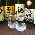 <本醸造 辛口>一ノ蔵、<特別純米 極上>吉乃川、<大吟醸>ひやしぼり(ワイングラスで提供)、<本醸造>八海山、<清酒>獺祭 等外 682円~