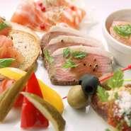 コース料理以外にもMOONには美味しいお料理が多数ございます。居酒屋ならではの一品料理はもちろん、新鮮な鮮魚を使ったお造りやお酒のお供にぴったりのお料理まで豊富な種類のお料理をご用意致しております。