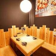 お部屋は雰囲気抜群。全席木目テーブル。居心地良い空間と最高の焼き鳥は如何でしょうか。
