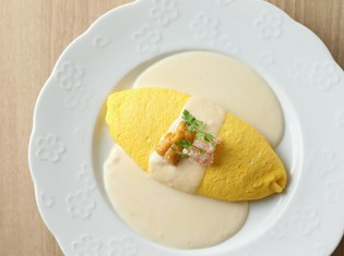 卵の黄色が映える美しい一皿『雲丹とずわい蟹のチーズオムレツ』