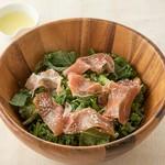 目からうろこのポテトサラダ。カレーマヨネーズで和えた沢庵がポイント!