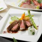旬の食材と「ビーフステーキ」のランクアップメインディッシュを堪能『紅霞(質)コース』