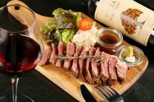 北海道の広大な自然に育まれた、豊潤な旨味の牛肉をステーキで
