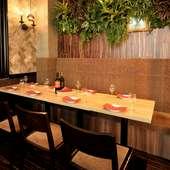 くつろげるソファー席の団体用個室やテラス席で宴を満喫