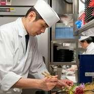 """料理において基本となることは""""心""""であるというのが私の考えです。お客さまに対する目配り、気配り、そして心配りを常に大切におもてなしをさせていただいております。"""