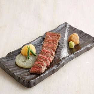 柔らかく、上品な甘味を持つA4黒毛和牛の厳選肉をご用意