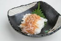 鮫軟骨と梅肉を和えた梅水晶は長芋との相性抜群です。