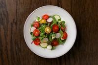 トマトとモッツアレラチーズの定番カプレーゼをてまり風のサラダにしました。さっぱりとしたドレッシングでお召し上がりください。
