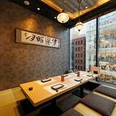 心地良い雰囲気で和やかに食事ができる和モダンな個室空間
