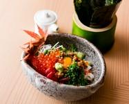 お寿司屋さん定番のばくだんをお肉屋さんのスタイルで! 和牛・海鮮・納豆・奈良漬けのコンビネーション。