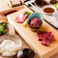 特選肉3種(上タン・和牛ハラミ・赤身肉) ・サラダ ・漬物 ・和え物 ・ご飯 ・みそ汁