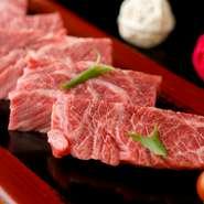 確かな目利きで厳選した黒毛和牛を仕入れ、日本料理の職人の手で丁寧にカットしています。特にA5ランクのハラミは、味はもちろん柔らかさや美味しさ、サシの入り方まで全てが絶妙。質とレベルが違います。
