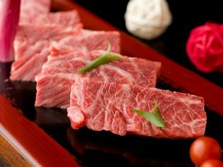 プロが選び抜いた極上の黒毛和牛を、新しいスタイルの焼肉で