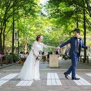 誰もがご存知の東京駅前の丸ビル35階のレストランは 新幹線や飛行機をご利用の遠方ゲストも安心の立地。  結婚式当日に憧れの丸の内ロケーション撮影が叶う! 東京駅赤レンガ駅舎や丸の内の並木道は絶好のフォトスポットに。