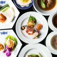 旬の食材をふんだんに取り入れた【華都飯店】ならではのコース。飲み放題付のコースは団体での案内も可能。歓送迎会をはじめとする季節の宴会にもぴったりです。