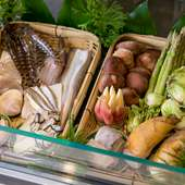 天ぷらを通し伝える、季節の移ろい。妥協のない料理人の食材選び
