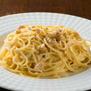 シチリアの味にこだわっています。シチリアのレモンを使った『ウニとシチリアンレモンのクリームパスタ』は、濃厚なクリームソースとウニのソースに、レモンを加えることであっさりした風味にしています。