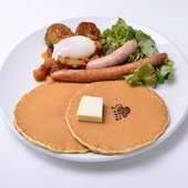 フレッシュフルーツを存分に味わえる色鮮やかな『ミックスフルーツパンケーキ』