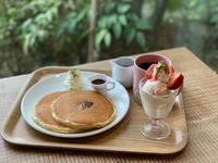 ミックスフルーツのミニパフェ ミルクパンケーキプレーン コーヒーor季節の紅茶(ホット/アイス)