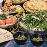 メインの「もつ鍋」をはじめ、九州で育った素材をふんだんに使ったコースです。酢もつや博多唐揚げなど、ボリューム満点の品揃えでこのお値段は幹事さんも大喜び!