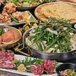 九州は福岡を代表する郷土料理のひとつ「もつ鍋」。創業以来、地元の方に愛され続け、歴史を誇るもつ鍋専門店の味をお楽しみください。九州の味覚が大集結したおすすめのコースです!