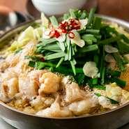 もつ鍋のスープに使われているしょう油は、九州産のものを使用。最初は少し甘いと感じる人もいますが、もつや野菜とからみあうと口当たりがあっさり感じられ、最後の一口まで美味しく食べられます。