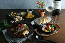 お飲み物と軽いお食事でのご利用にもおすすめです。 単品ディナーメニューを追加でご注文も可能です!