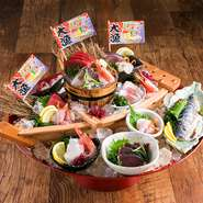 江ノ島を始め、小田原、焼津、石巻、三重熊野など全国各地から直送された鮮魚が10点揃っています。赤身、白身ともに目からウロコの美味しさでインスタ映えも間違いなし! ※シャリ・海苔付き