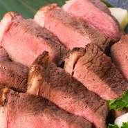 もも肉の中でも赤身の旨味が濃い、希少な部位。低温調理で旨味とジューシーさを残しました。※希少部位のため入荷が安定せず、品切れになる場合がございます。