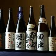 日本酒好きを唸らすような銘酒を揃えています。入手困難な品や季節限定の一本なども仕入れるため、メニューに書かれていない日本酒がある事も…。純米に大吟醸、好みの味を見つけてください。