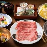秋の味覚をふんだんに取り入れたお料理の数々。それを三膳に分けて会席風にご提供いたします。お膳ごとにかわる色とりどりの秋をお楽しみ頂けます。 3800円(税込)